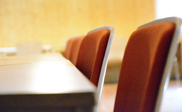 Stühle im Seminarraum