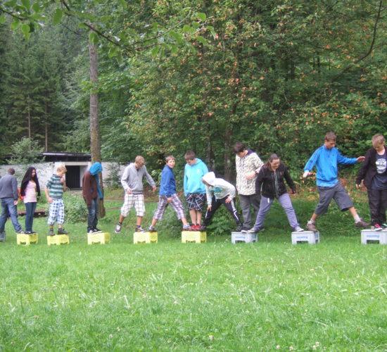 Jugendliche bei Gruppenspiel, Josefstal