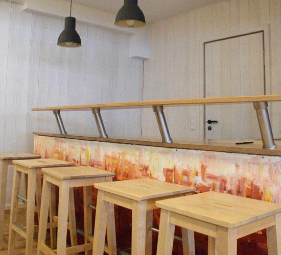 Bar im Spielekeller, Holzhaus